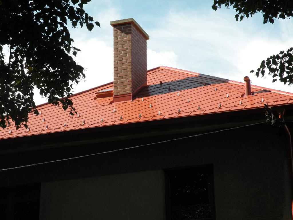 Vyzdění komína při realizaci střešní krytiny – Střechy Matějka